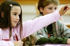 Ученые доказали, что девочки в школе учатся лучше мальчиков