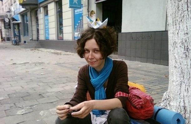 Петербургскую активистку с утра допрашивают в Центре «Э»