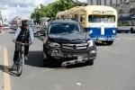 «Мерседес» влетел в толпу прохожих на тротуаре Невского проспекта: Фоторепортаж