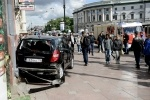 Фоторепортаж: ««Мерседес» влетел в толпу прохожих на тротуаре Невского проспекта»