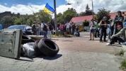 Протестующие в Киеве заблокировали российское посольство: Фоторепортаж
