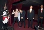 Активистка FEMEN вонзила кол в восковую фигуру Путина в музее: Фоторепортаж