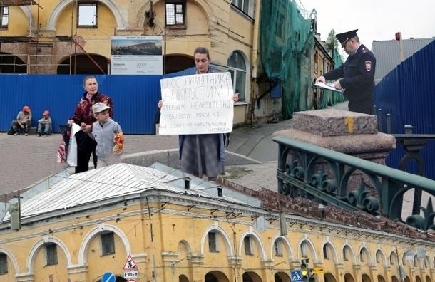 В Петербурге продолжился снос исторического Никольского рынка