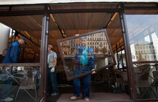 В Петербурге демонтировали незаконные летние кафе