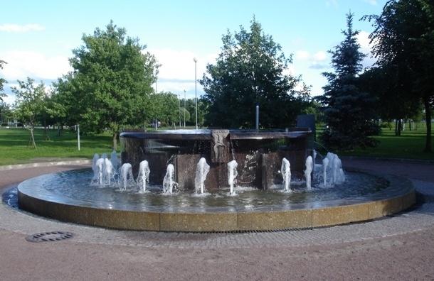 В парке 300-летия Санкт-Петербурга открылись два фонтана