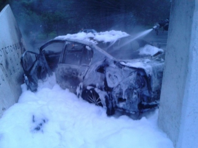 В Пушкине иномарка врезалась в мемориальный комплекс «Непокоренные»: Фото
