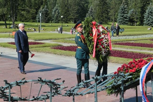 День памяти и скорби открыла церемония на Пискаревском кладбище 22.06.2014: Фото