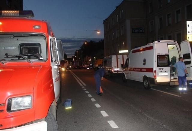 При пожаре в хостеле на Петроградке эвакуировали более 30 человек: Фото