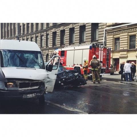В Петербурге в ДТП с иномарками погибла женщина: Фото