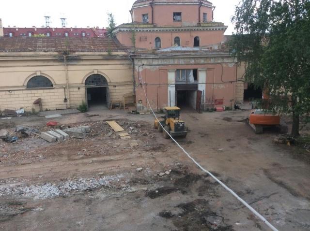 На территории Конюшенного ведомства сносят исторические здания: Фото
