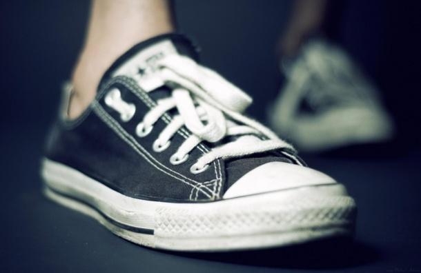 В России могут запретить кеды и обувь на высоком каблуке