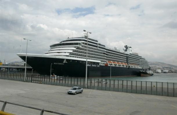 В Нидерландах с тонущего лайнера эвакуировали более 150 пенсионеров