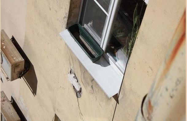 Строительство Мариинской больницы приостановили из-за трещин на соседнем доме