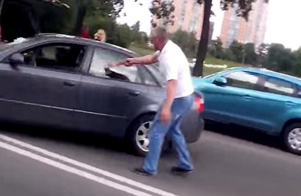 О дорожном конфликте с топором в Петербурге рассказали британские СМИ