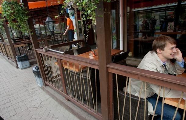 Горожане могут пожаловаться на летние кафе, мешающие пешеходам