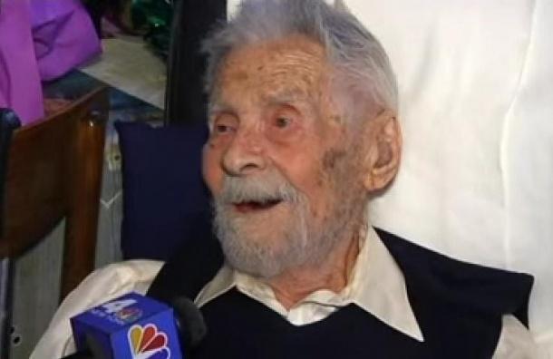 В США на 112-м году жизни скончался самый пожилой в мире мужчина