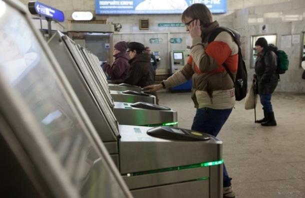 Турникеты в метро будут принимать к оплате банковские карты