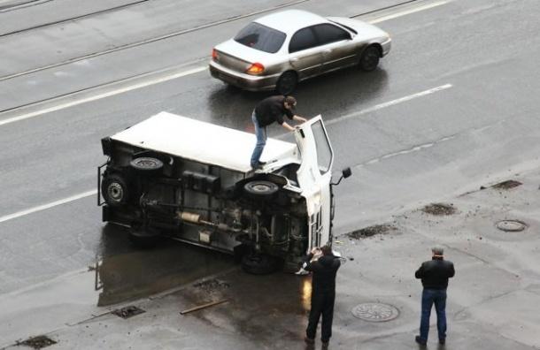 Один человек погиб в ДТП с грузовиком на Московском шоссе