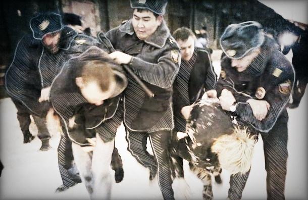 Молодого петербуржца жестоко избили в полиции