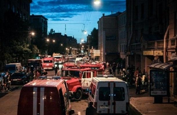 При пожаре в хостеле на Петроградке эвакуировали более 30 человек