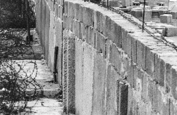 Коломойский предложил Порошенко отгородиться от России стеной