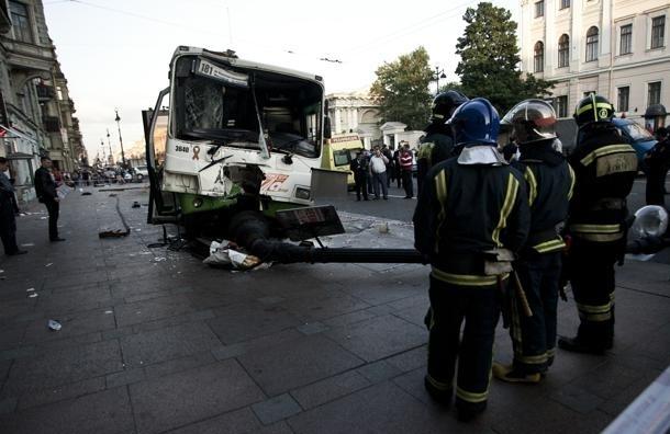 Рейсовый автобус попал в аварию на проспекте Стачек
