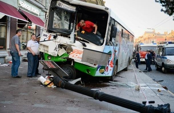В аварии автобуса на Невском пострадали более 20 человек