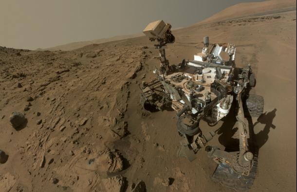 Curiosity сделал селфи на Марсе в честь годовщины своей миссии