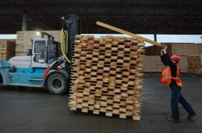 В Петербурге мигрант погиб на заводе при ремонте погрузчика