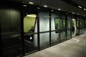 Стеклянные ограждения в петербургском метро появятся в 2017 году