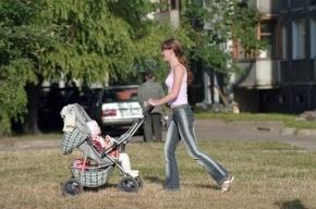 В Петербурге полицейский спас маму с коляской от неадекватного водителя