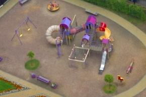 На проспекте Авиаконструкторов сносят детскую площадку