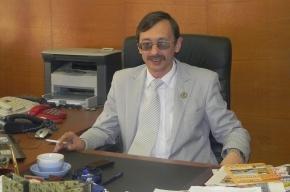 Тверской чиновник назло сфотографировался с сигаретой в кабинете