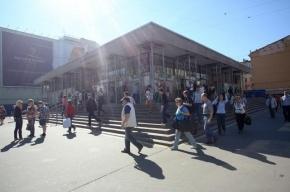 Станцию «Василеостровская» закроют на вход по утрам до сентября