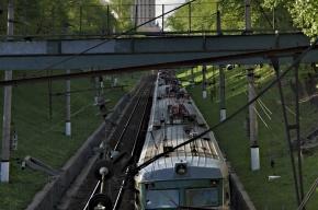 В Москве подросток упал с моста на провода и получил удар током