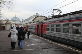 Под Петербургом обрыв контактного провода вызвал сбой в движении электричек
