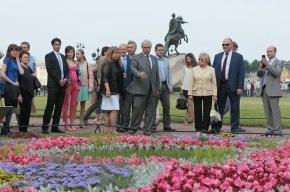 В Александровском саду Петербурга открылся фестиваль цветов