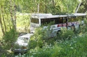 Автобус опрокинулся в кювет в Подмосковье, пострадали четыре человека