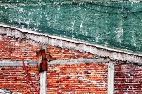 В Кемеровской области семилетняя девочка погибла под обрушившейся стеной