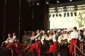 Ансамбль Александрова снял для Порошенко видео «Москали скачут гопак»