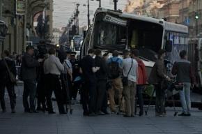 На Петергофском шоссе столкнулись иномарка и автобус