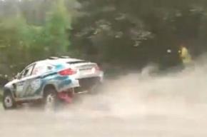 Автомобиль влетел в толпу зрителей на ралли в Карелии