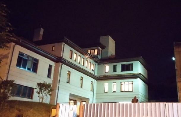 Дом мэра Львова обстреляли из гранатомета