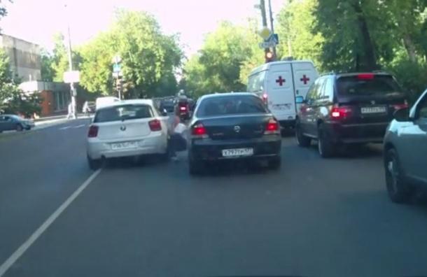 Полиция задержала владельца BMW, сбившего пенсионера за замечание
