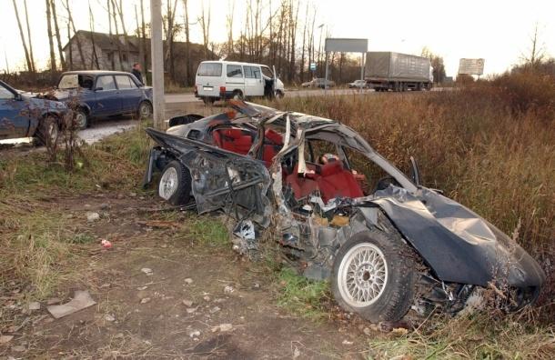 В ДТП с вылетом в кювет в Ленобласти погиб пассажир иномарки