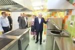 Фоторепортаж: «Полтавченко осматривает школу и детсад в Славянке»