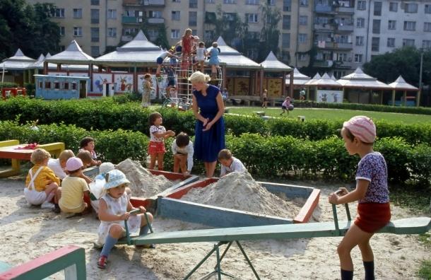 Песочница для детей и родителей