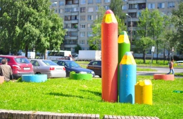 На проспекте Художников отреставрировали «карандаши»