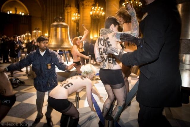 Femen Нотр-Дам-Де-Пари : Фото