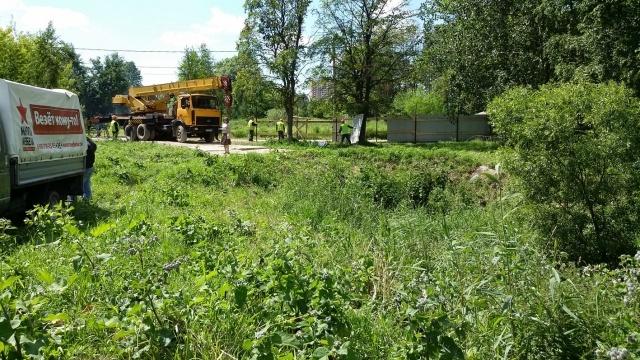 Застройщик уничтожает пруд в парке Александрино вопреки решению суда: Фото